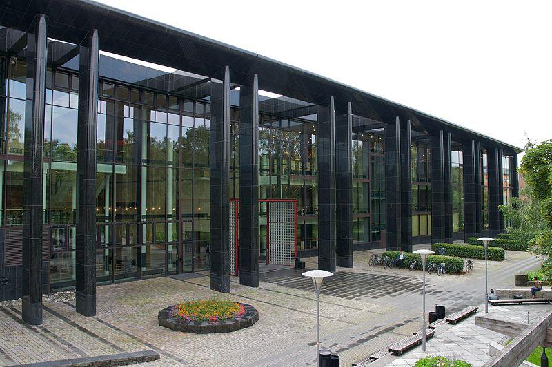 800px-Universitetsbiblioteket_i_Oslo_-_2009-07-15_at_12-10-08